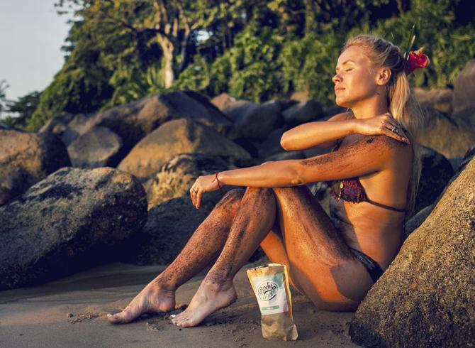 what Anna wears na plaży w stroju kąmpielowym bali