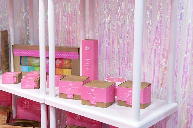 kosmetyki_w_prostokatnych_kartonowych_pudelkach