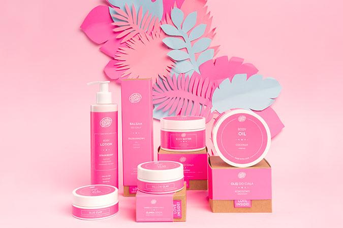 Kosmetyki dla kobiet z różowymi etykietami