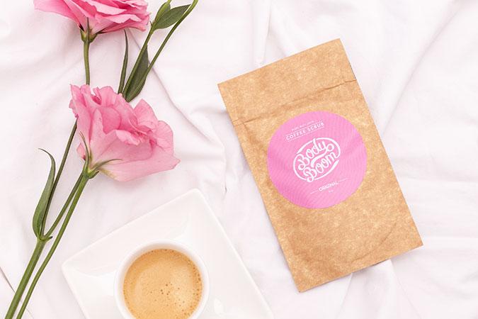 Saszetka peelingu kawowego z goździkiem w tle